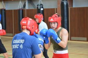 Молодежная женская команда по боксу на сборе в Парамоново.