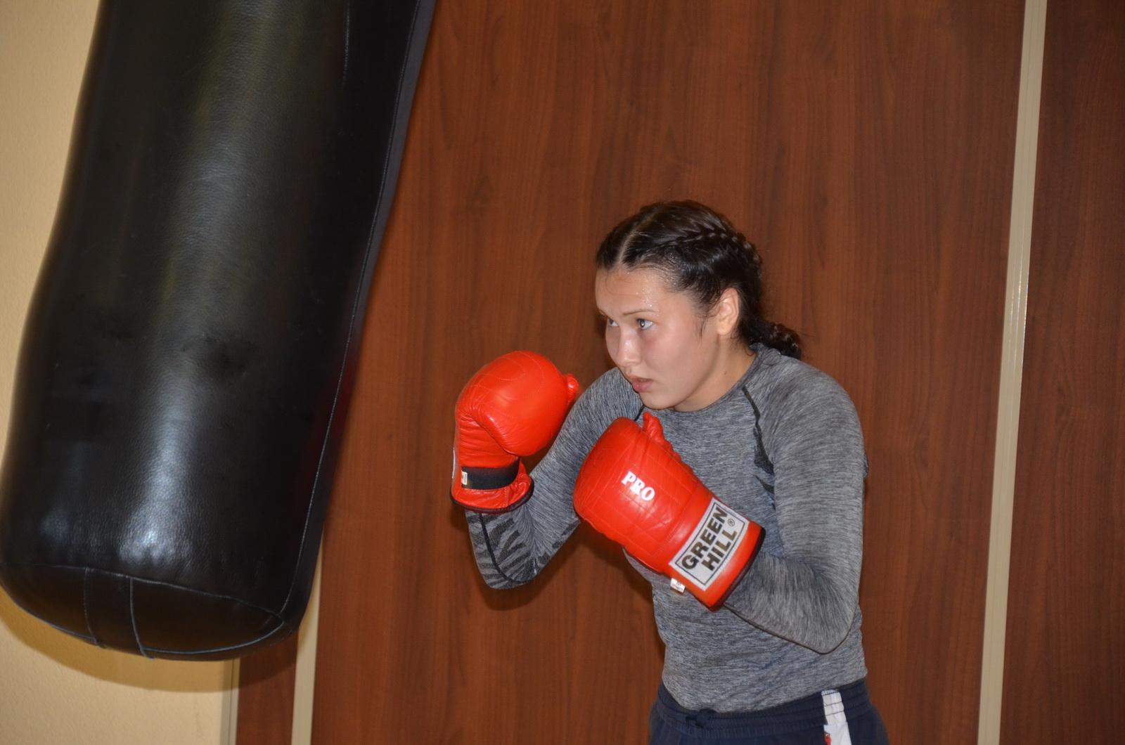 фото девушки бокс